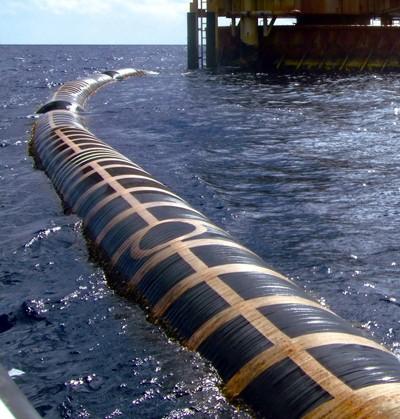 Manguera submarina flotante