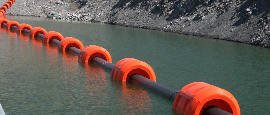Manguera submarina con flotadores